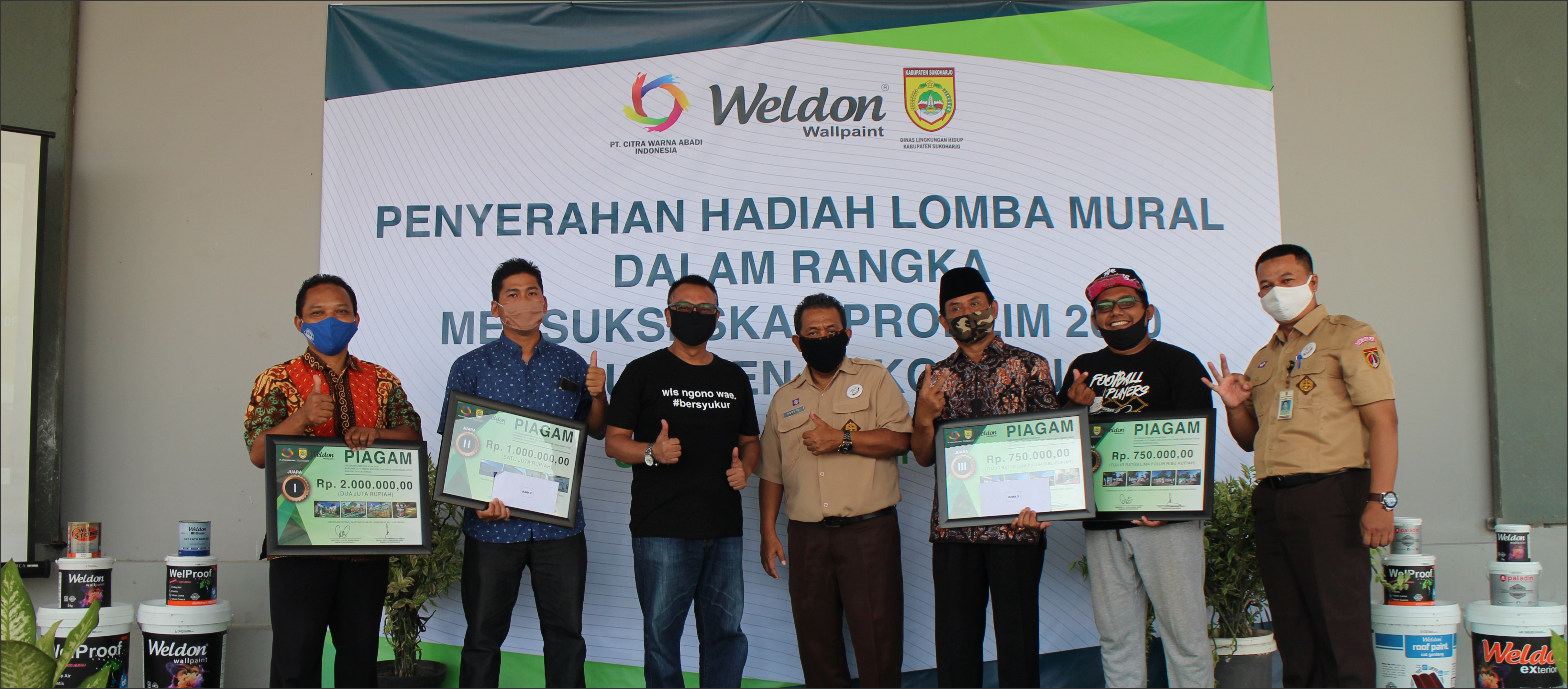 "<h2><strong><span style=""color:#ffffff;""><span style=""background-color:#27ae60;"">Penyerahan Hadiah Lomba PROKLIM 2020 Kabupaten Sukoharjo</span></span></strong></h2>"